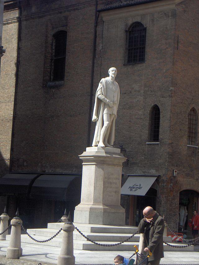 Alessandro_Tassoni_monument